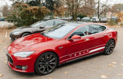 AGL joins Tesla in push for electric cars