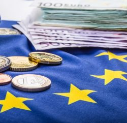 Euro falls on German election result